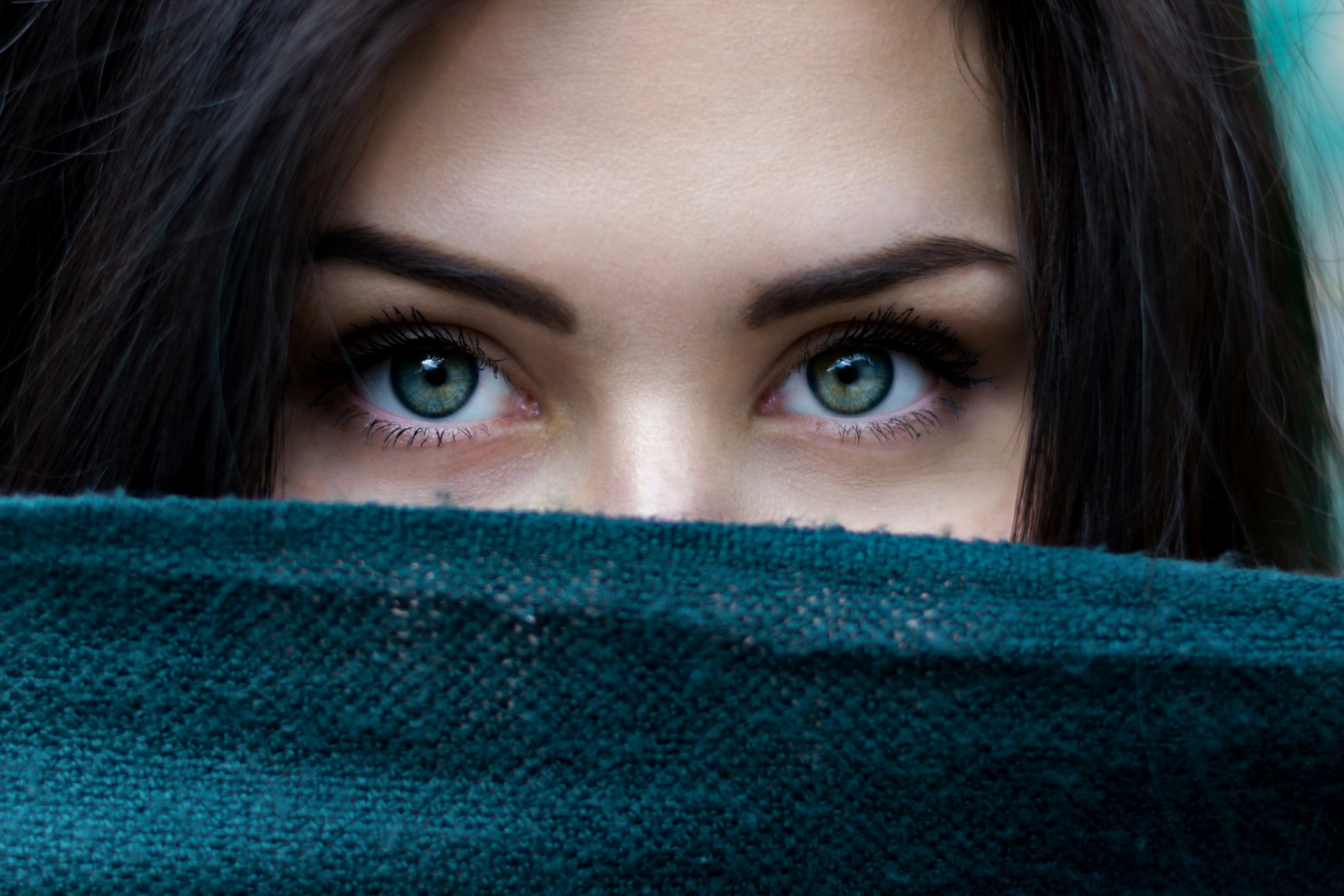 ecoboutique-beautiful-woman-green-eyes
